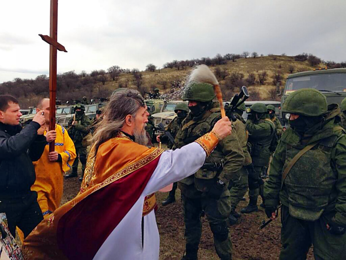 00 Russian priest blessing soldiers in Crimea. 04.03.14