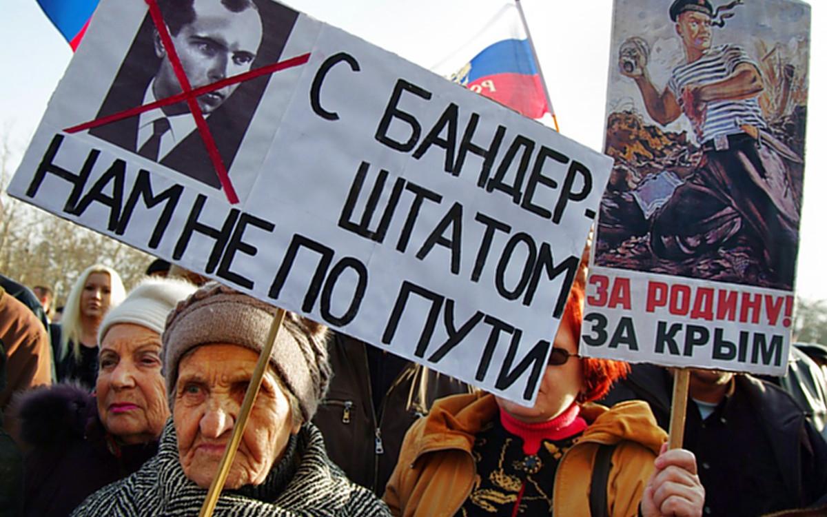 00 Sevastopol 01. patriotic protestors. 01.03.14