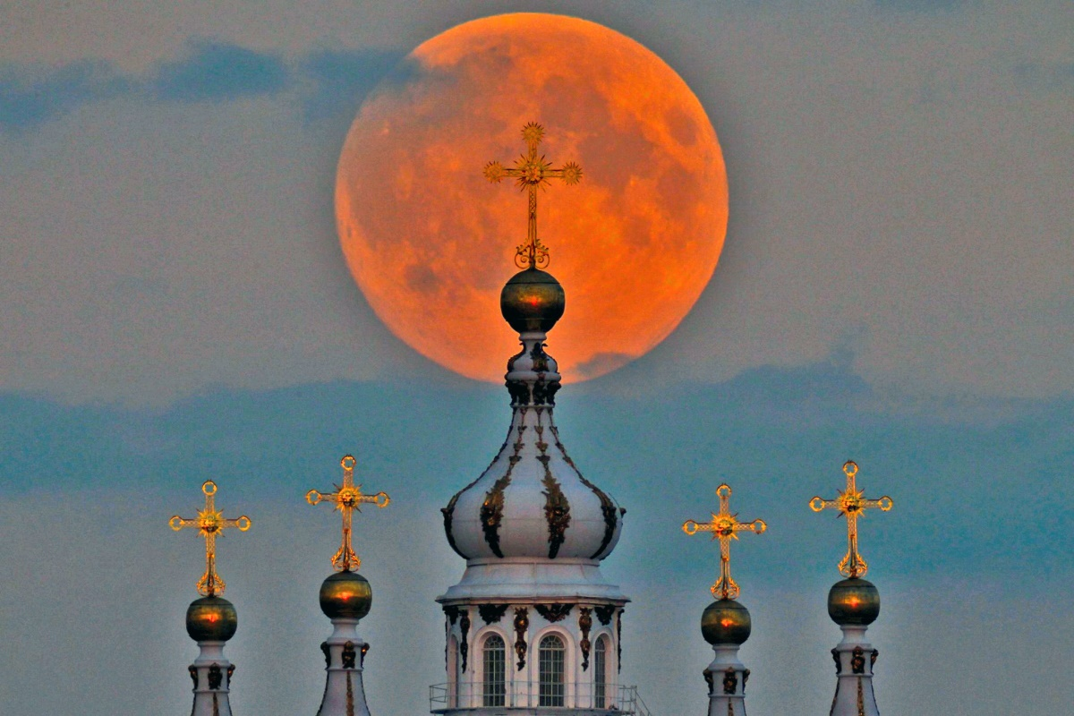 00 Supermoon in St Petersburg RUSSIA. 22.09.14