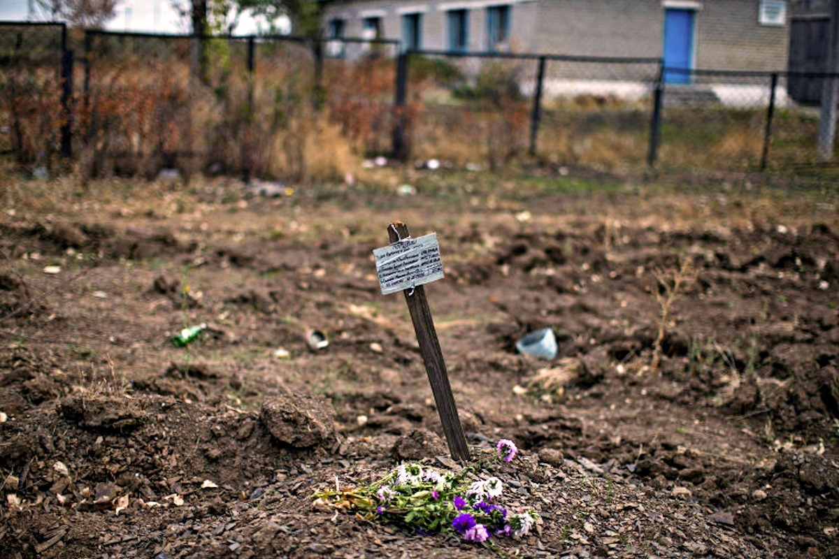 00 donetsk mass grave. 03.10.14
