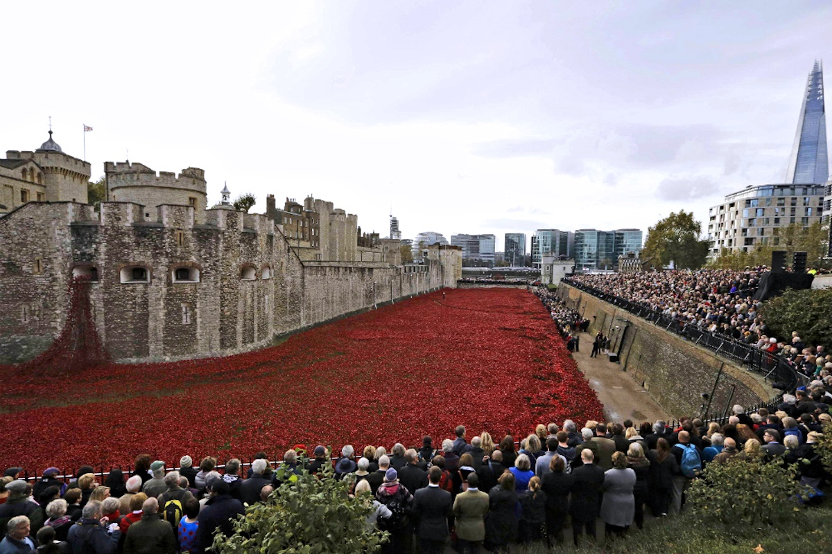 00 Blood Swept Lands and Seas of Red. Rmembrance Day at the Tower of London. 12.11.14