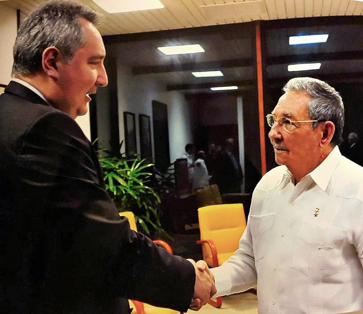 00 Rogozin and Raul Castro. Russia and Cuba. 20.12.14.jpg