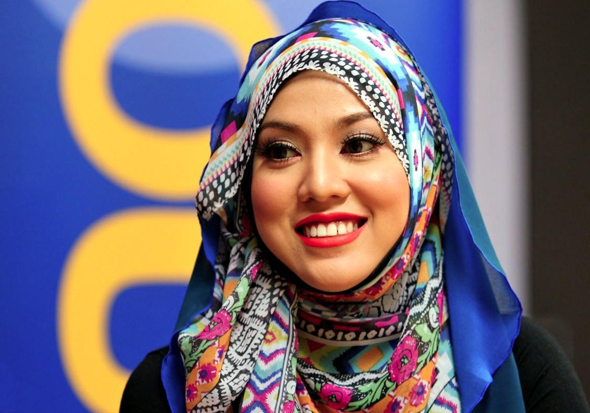 00 Shila Amzah. Malaysia. singer. 14.01.15