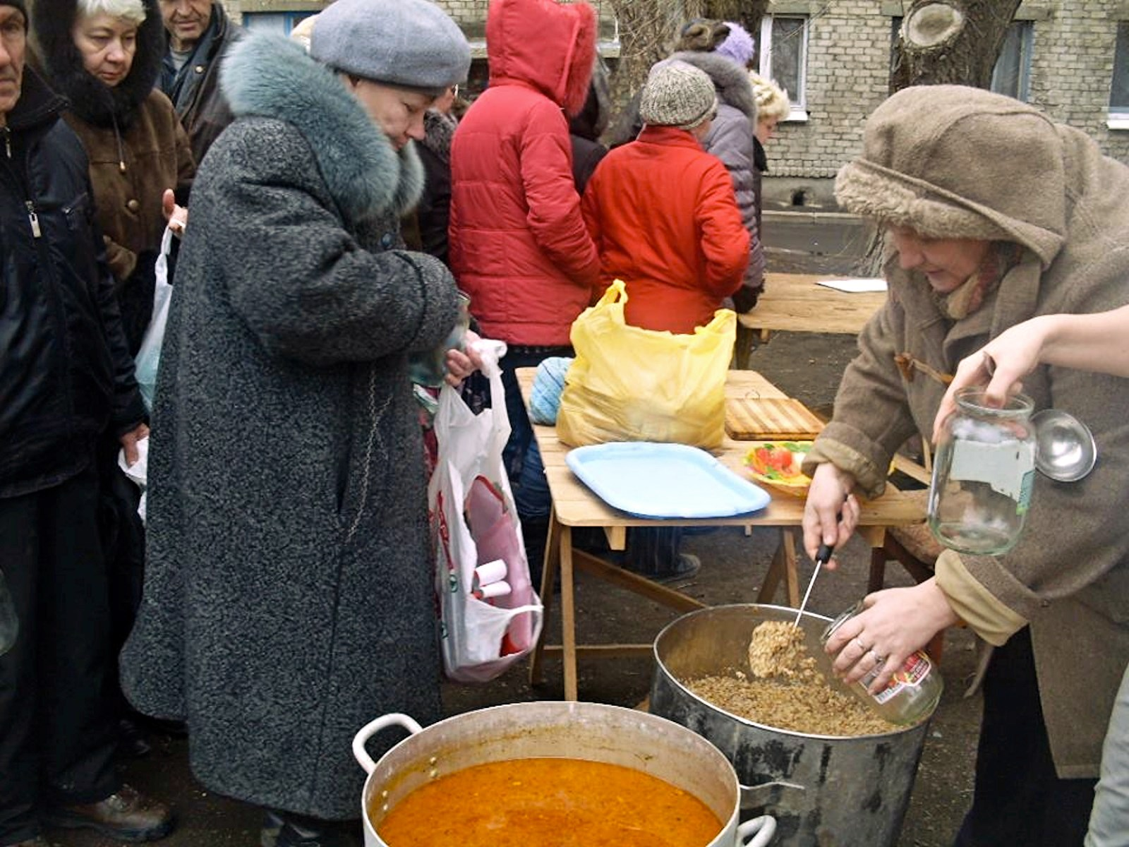 00 Feed the Hungry in Donetsk. 03.03.15