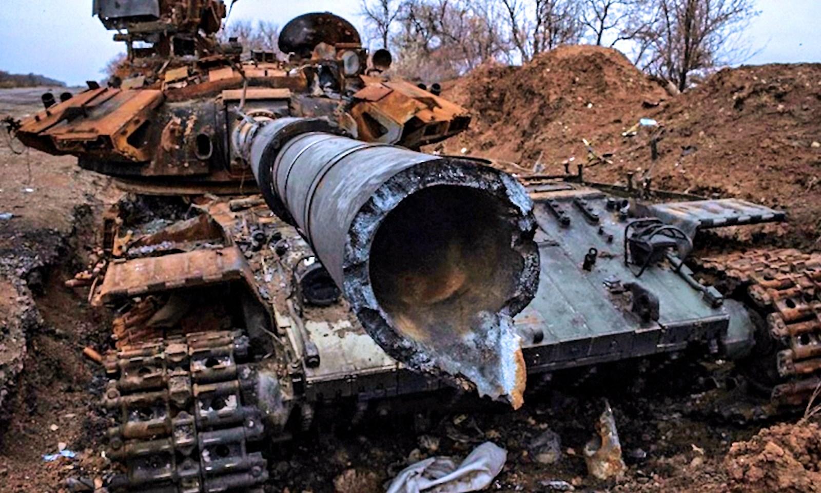 00 debaltsevo. dnr. broken ukrainian tank. 22.04.15