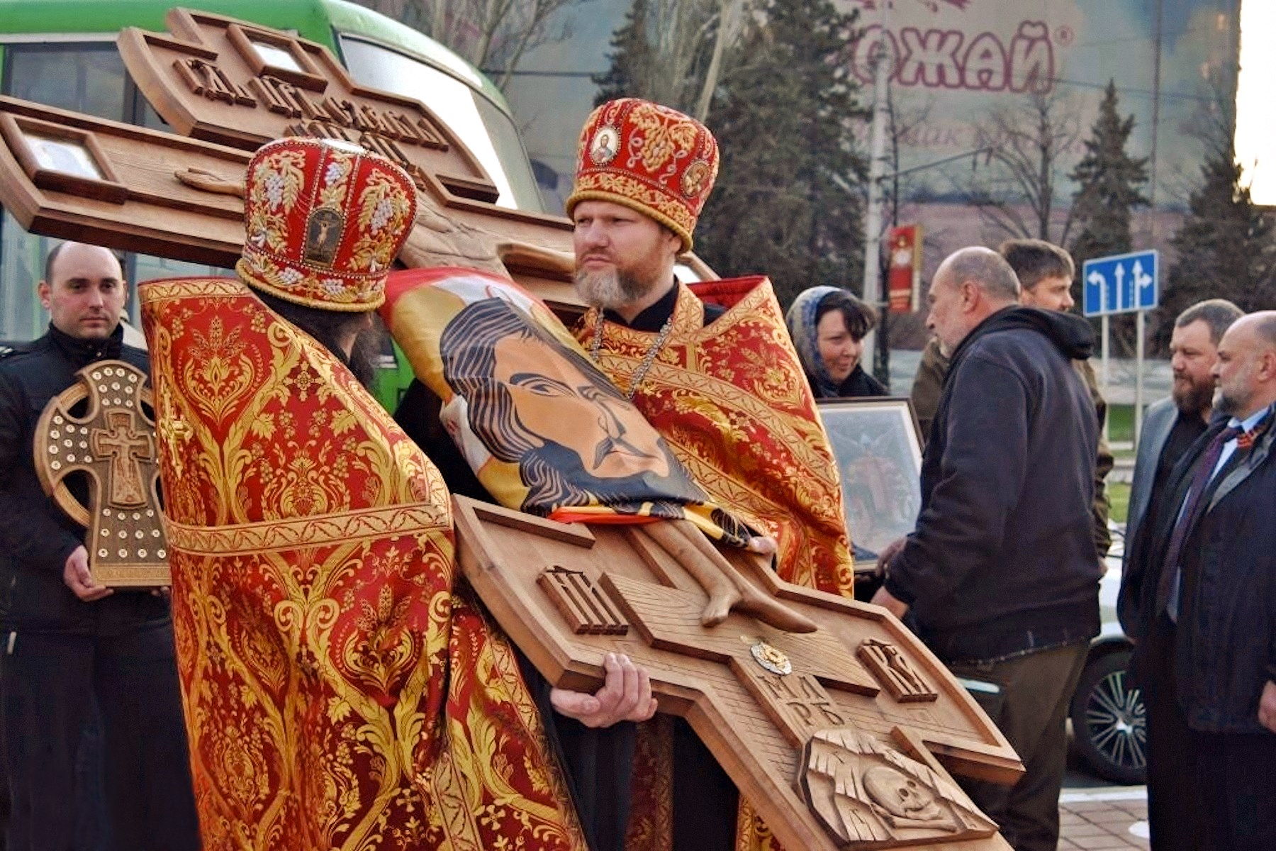 00 donetsk. russian orthodox clergy 02. 17.04.15