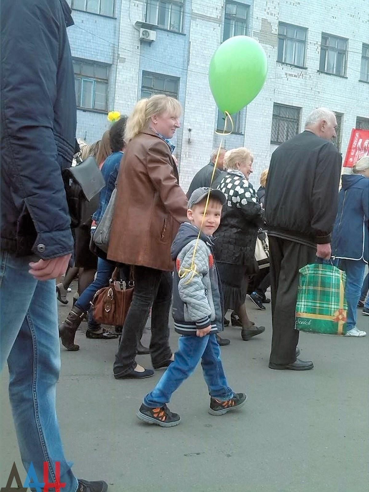 00 dnr. donetsk pr. Snezhnoe. May Day. 06. 02.05.15