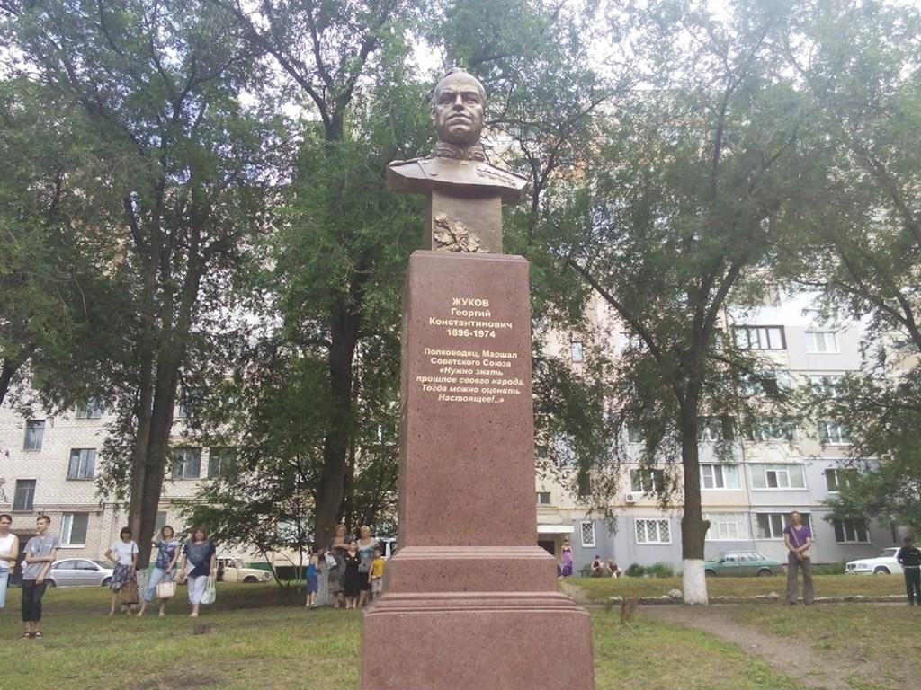 00 lugansk. lnr. zhukov monument 01. 250615