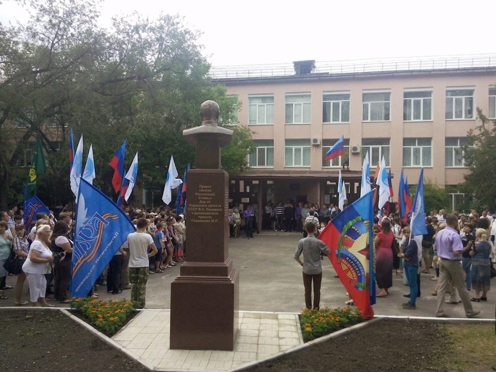 00 lugansk. lnr. zhukov monument 06. 250615