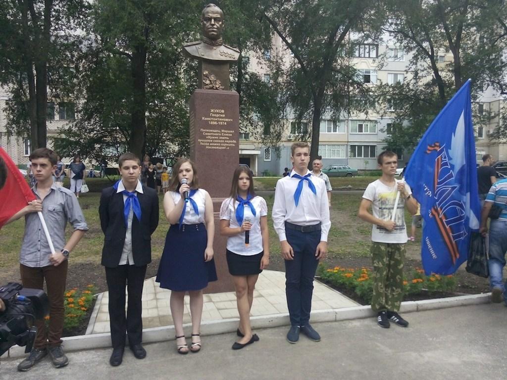 00 lugansk. lnr. zhukov monument 07. 250615