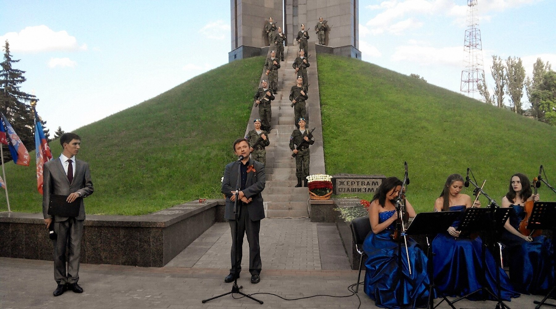 00 monument to the Victims of fascism in Donetsk 02. Mateusz Piskorski from Poland. 110715