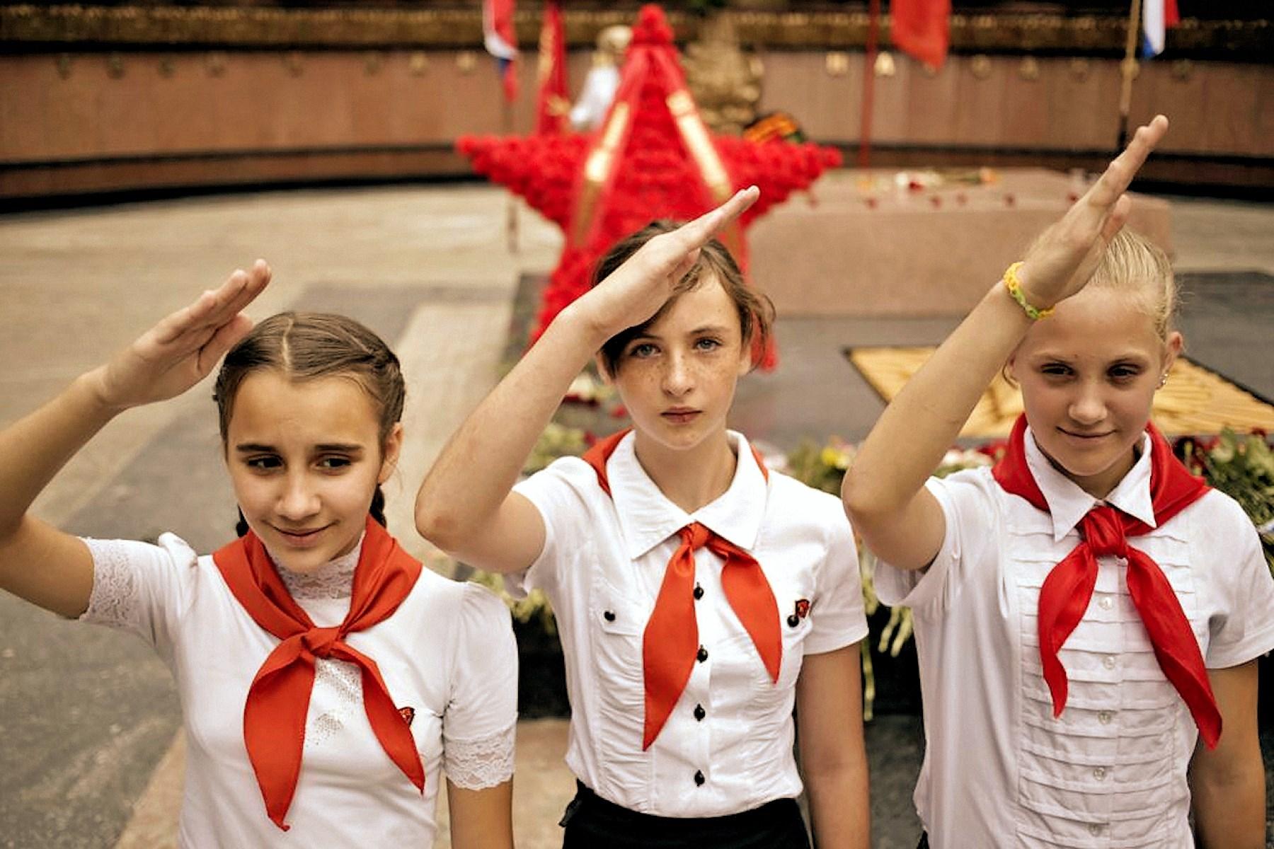 00 simferopol crimea. young pioneers. 060715