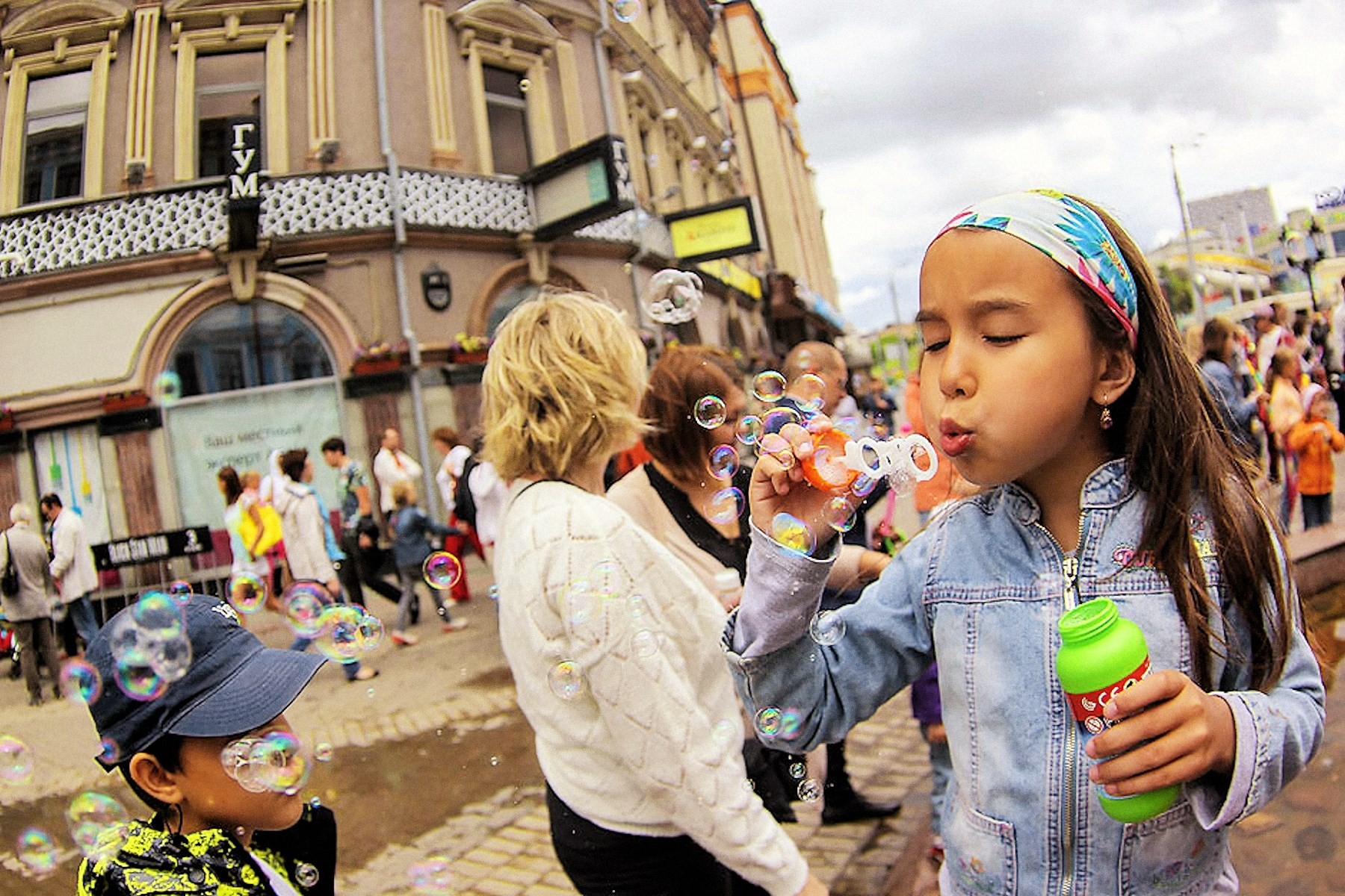 00 girl soap bubbles kazan. 010815