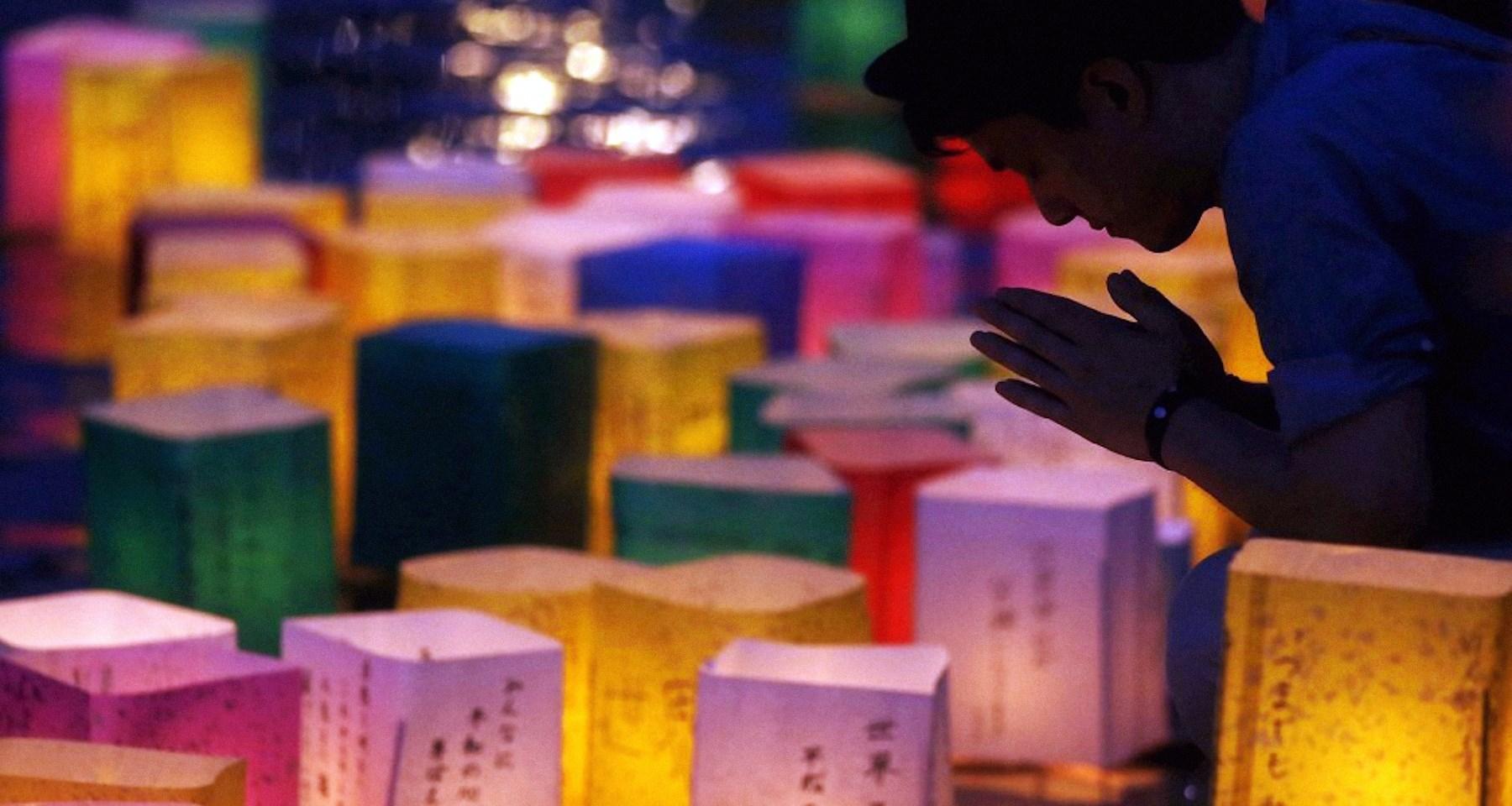 00 nagasaki a-bomb vigil candles 090815
