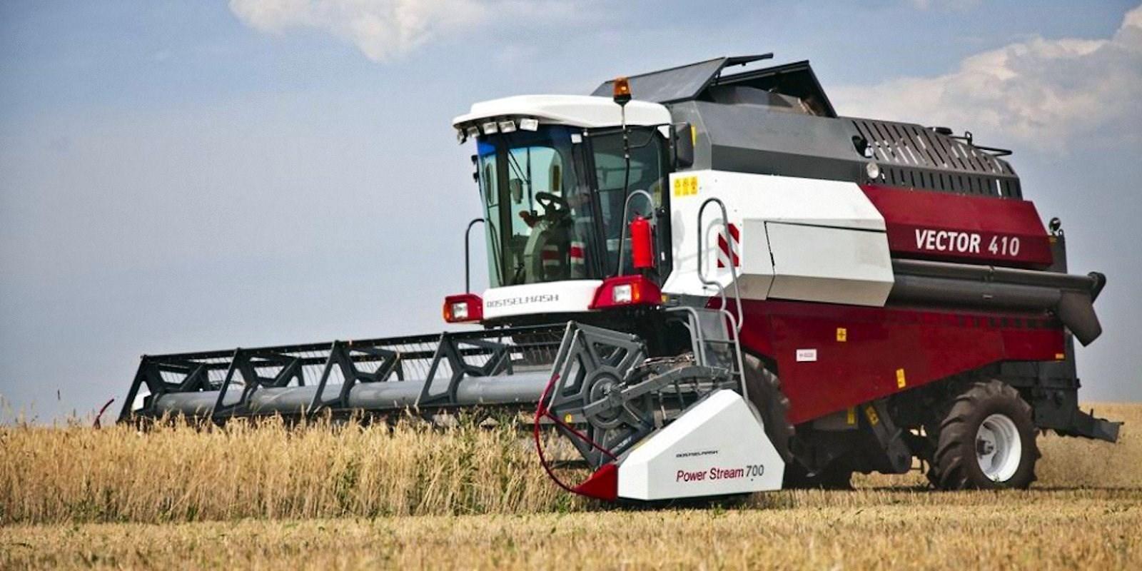 00 harvester combine russia 050915