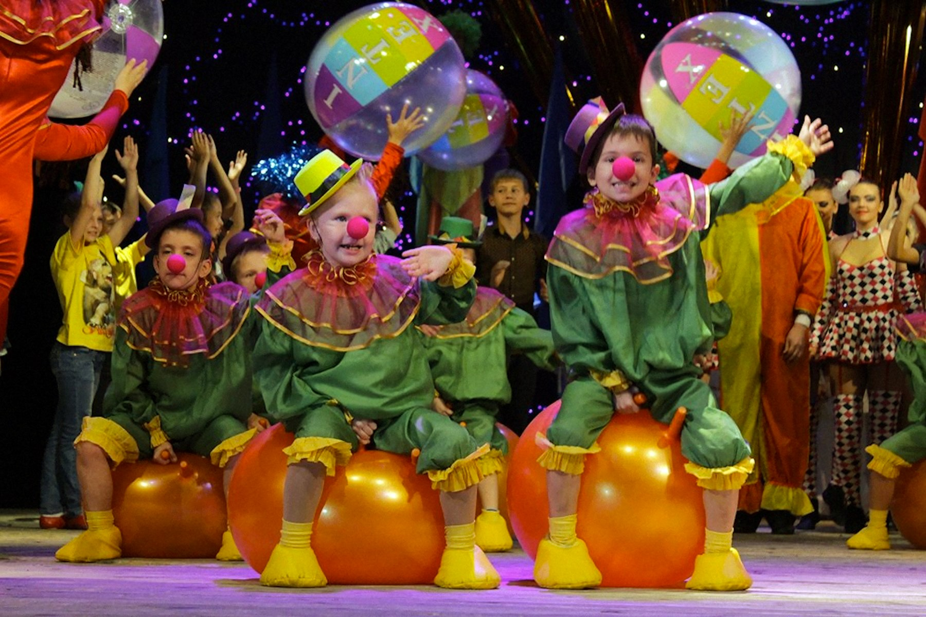 00 lnr lugask pr circus of the future 05 041015