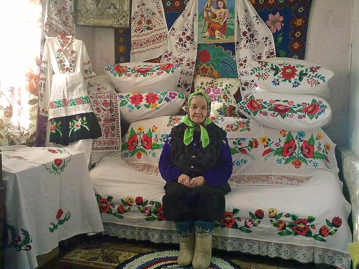 00 baba russia embroiderer 131115