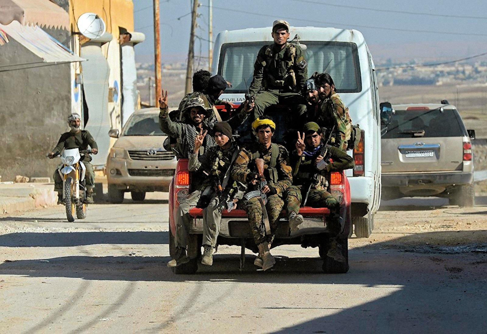 00 syrian soldiers near aleppo 291115