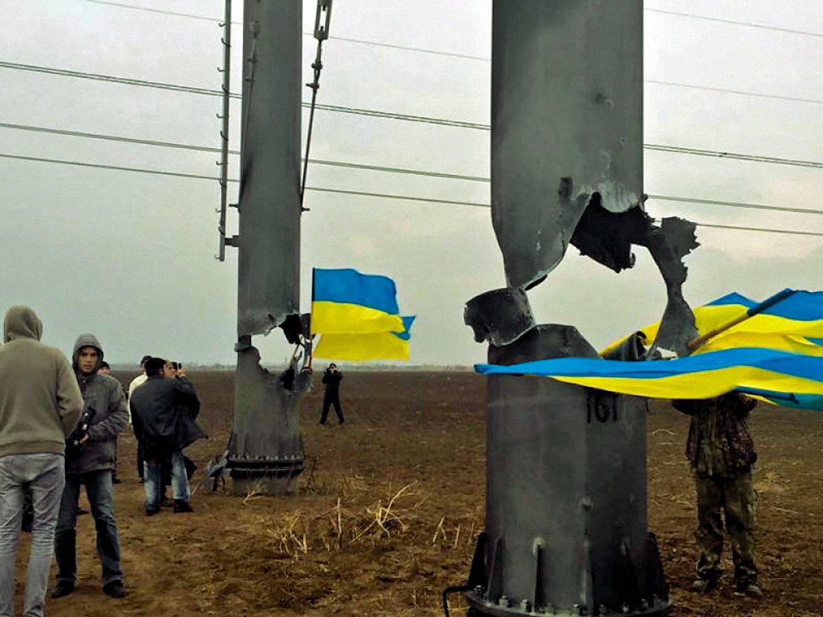 00 ukraine blown up power line 241115