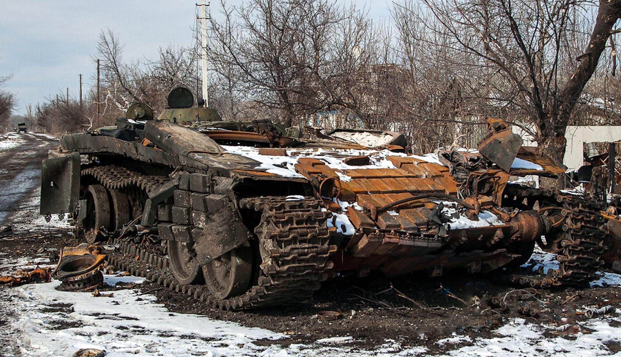 00 LNR 2015 03 wrecked ukie tank