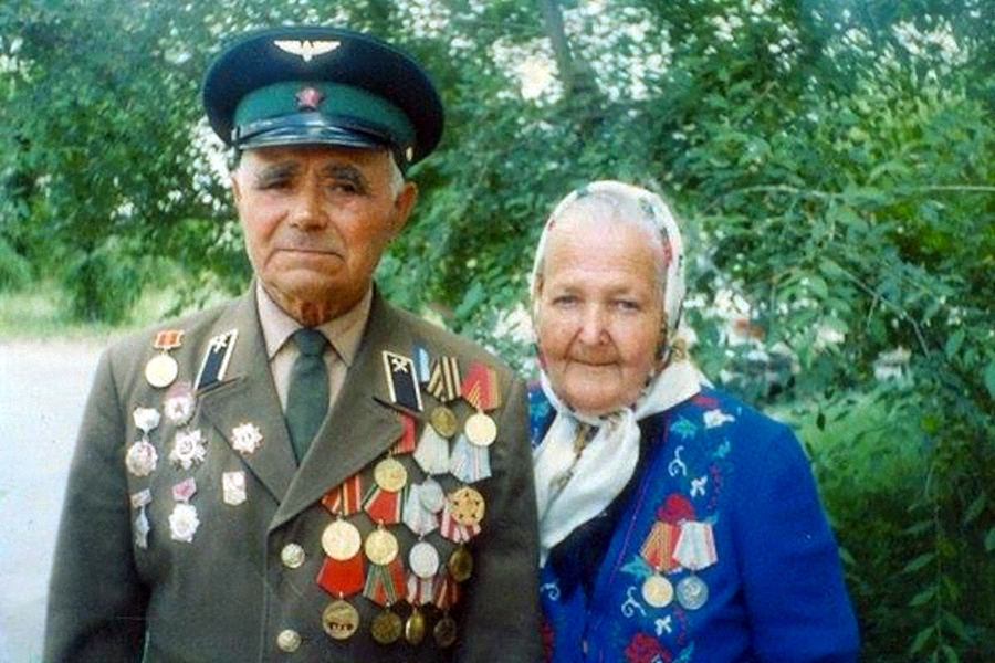 00 veteran couple russia. 090416