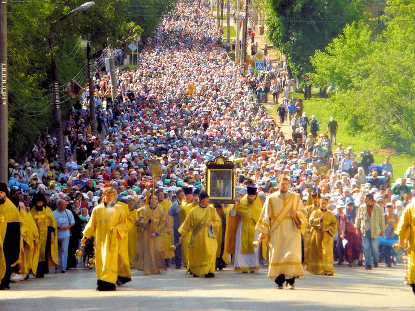 00 russia ukraine religious peace procession 200716
