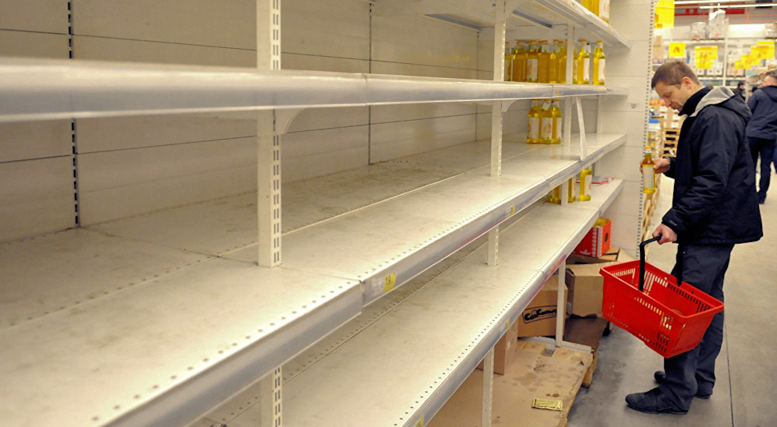 00-russia-ukraine-empty-shelves-231016