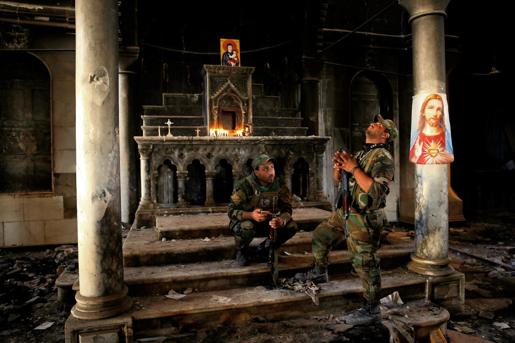 00-iraq-church-soldiers-131116