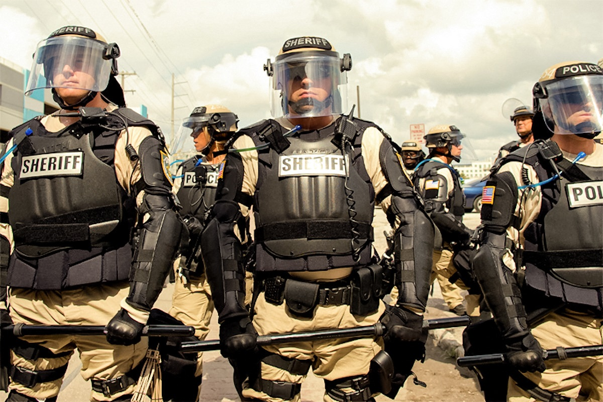 00-usa-police-101216
